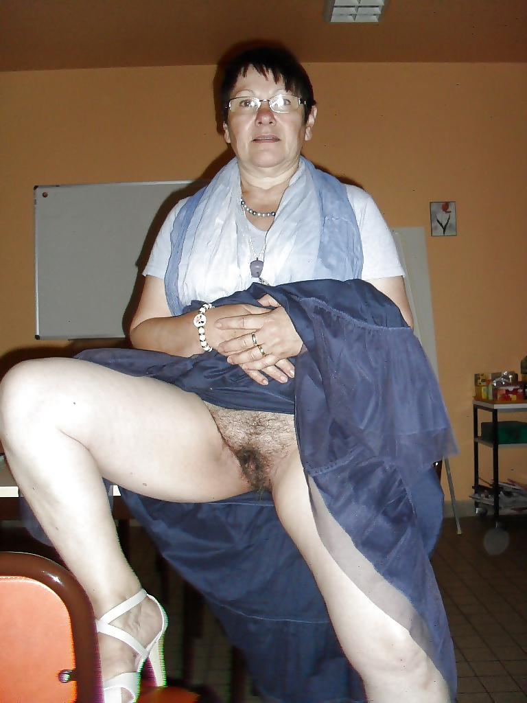 Nude girls lesbian strip